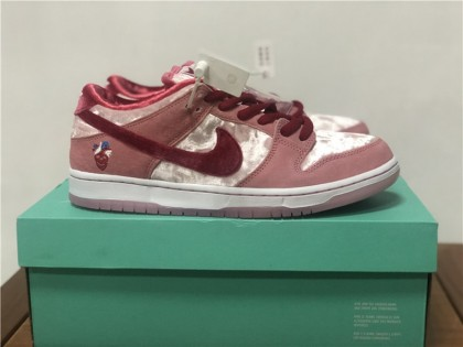 Nike SB Dunk Low StrangeLove Skateboards (Regular Box) CT2552-800